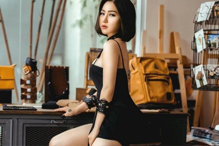Ngốc 2 là sản phẩm với thời lượng dài tiếp theo từ Hương Tràm.