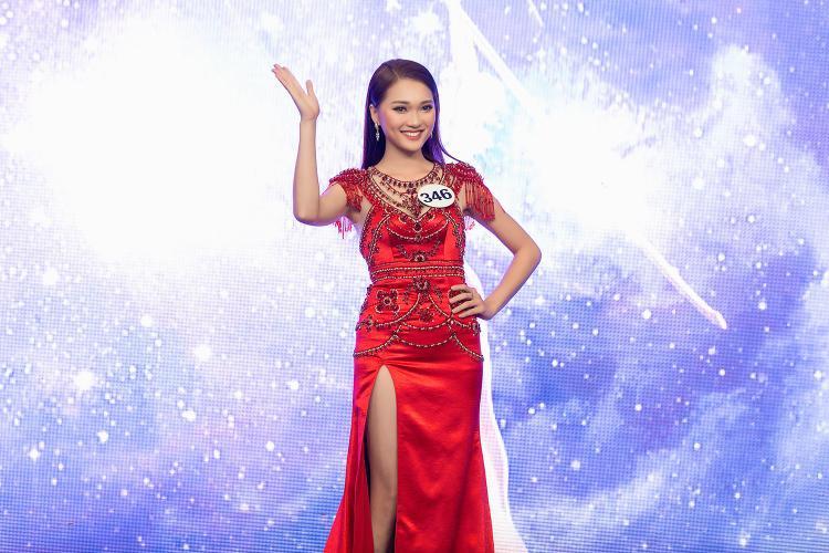 Có mặt trong top 70 của vòng bán kết Hoa hậu Hoàn vũ Việt Nam, Ngọc Nữ gây ấn tượng mạnh với gương mặt đẹp không góc chết, làn da trắng sang cùng thần sắc tự tin, rạng rỡ.