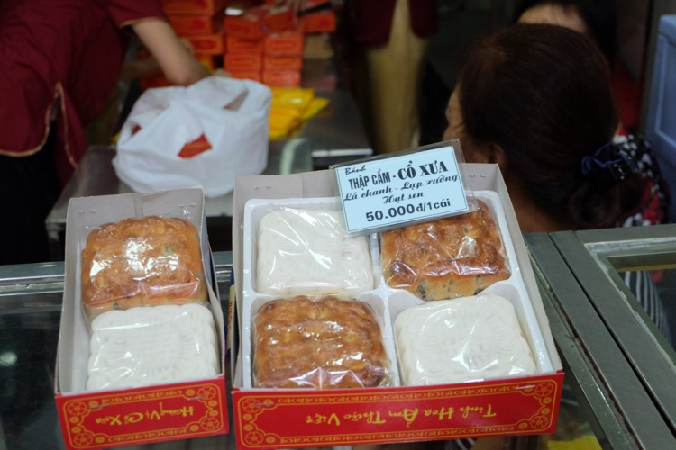 Mỗi hộp bánh 4 chiếc giá 200 nghìn đồng.