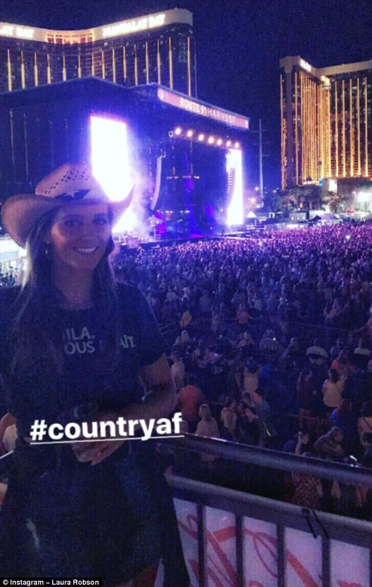 Nữ tay vợt Laura Robson đăng tải hình ảnh có mặt tại lễ hội âm nhạc chỉ vài phút trước khi vụ xả súng diễn ra.