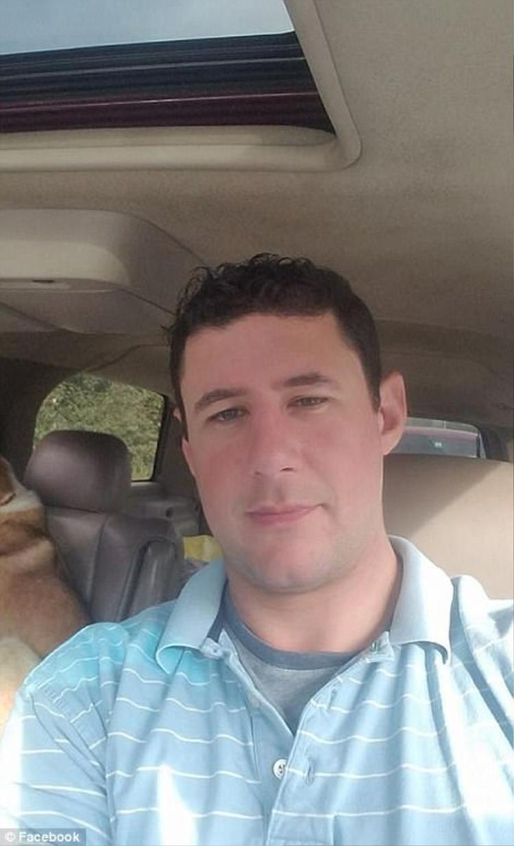 Một người bạn thân xác định anh Adrian Murfitt, 35 tuổi, đã chết trong vụ nổ súng.