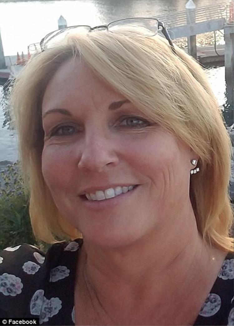 Dana Gardner, qua đời sau khi bị bắn hai lần vào vai và vào ngực, theo The Sun. Khi đó, những người khác đều đang đợi Gardner đi qua cánh cửa.