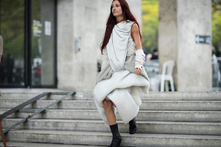 Tín đồ thời trang trong ảnh diện nguyên set ấn tượng của nhà mốt Balenciaga.