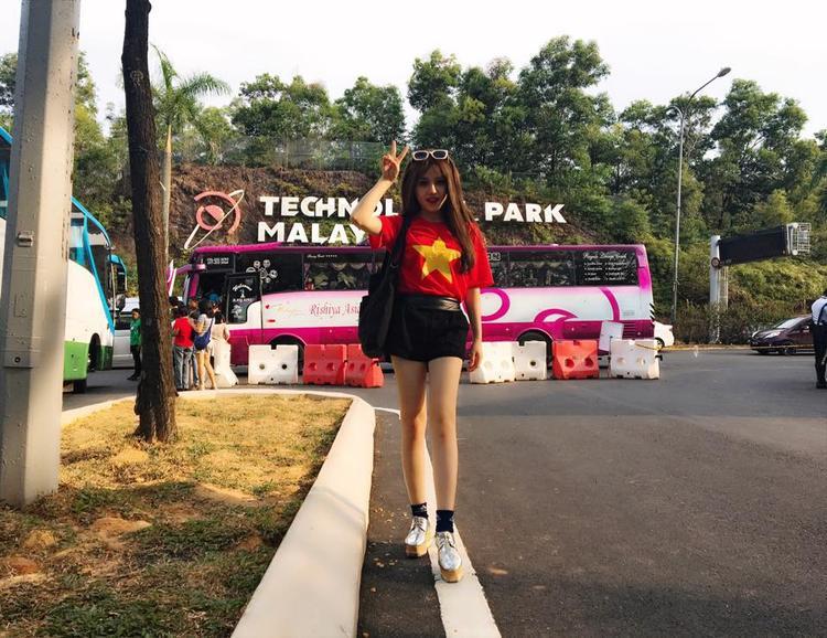 Ngoài ra, Thùy Dung còn được nhớ đến trong hình ảnh một nữ thủ môn xinh đẹp của G-Note -một đội bóng đá phong trào nữ tại TP.HCM.