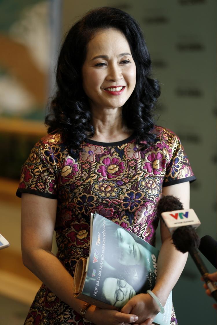 NSND Lan Hương là cô giáo của Vàng Anh trong phần 2.