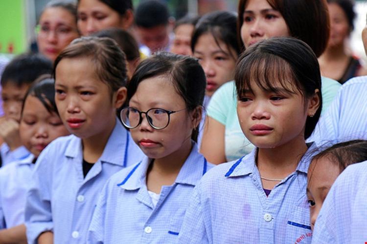 Nhiều bệnh nhân nhỏ tuổi không cầm được nước mắt.