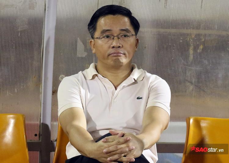 Trưởng đoàn Nguyễn Tấn Anh cho biết không có chuyện sa thải HLV Quốc Tuấn như tin đồn.