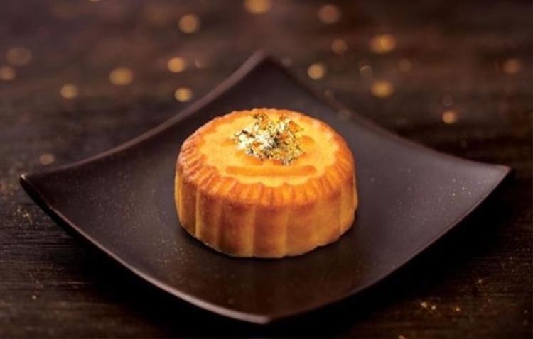 Bánh Trung thu dát vàng nhập khẩu, dáng vẻ kiêu sa giá cũng chỉ khoảng hơn 100.000 đồng.