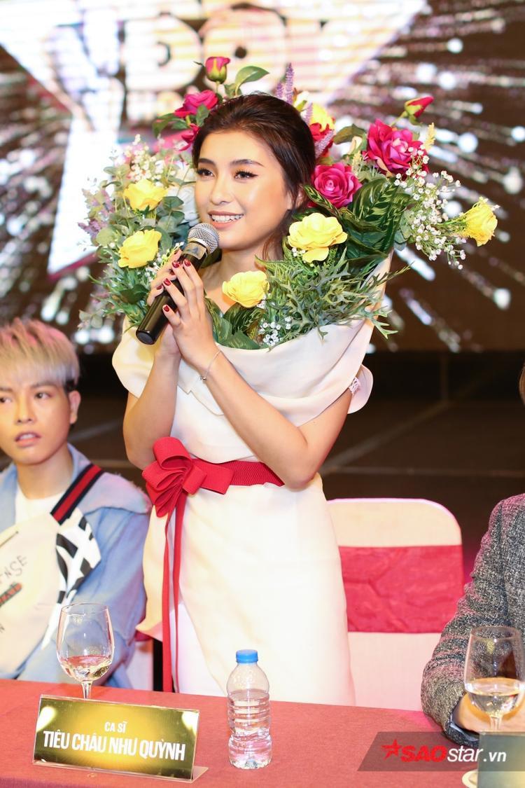 Đức Phúc diện style Sơn Tùng M-TP, Như Quỳnh lọt thỏm giữa rừng hoa tại họp báo Cặp đôi hoàn hảo