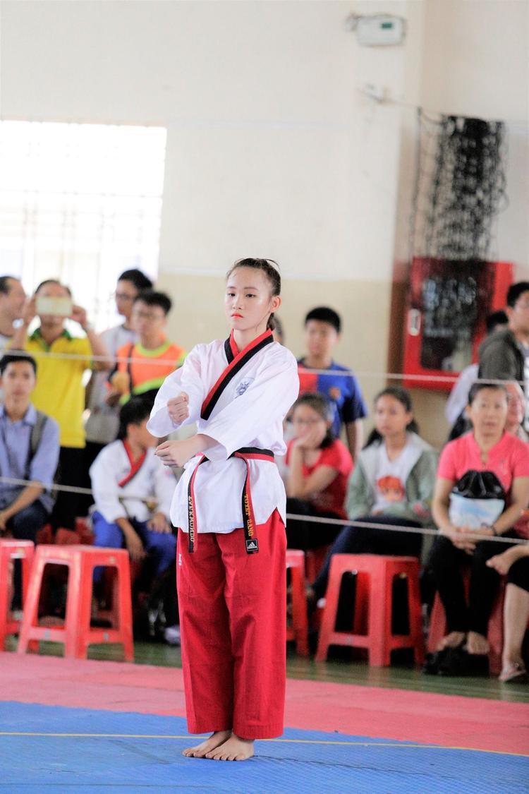 Trên đấu trường trong nước và quốc tế, Tuyết Sang đã có những thành tích nhất định. Trong đó nổi bật là HCV nội dung quyền đơn nữ Giải vô địch thiếu niên châu Á năm 2017 mới đây.