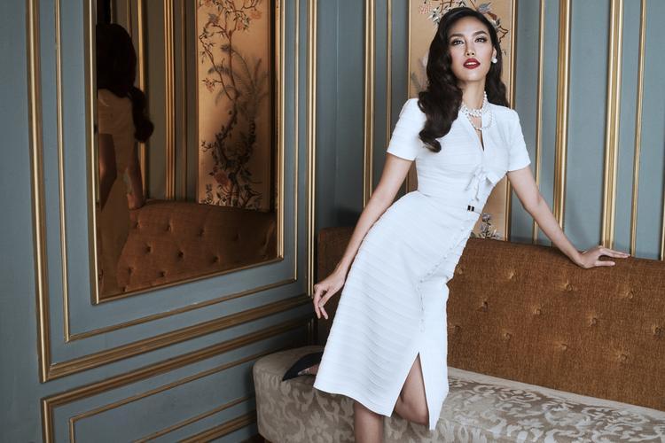 """""""Cô Meow"""" khoe thân hình săn chắc, gợi cảm khi diện lên người thiết kế mới nhất của nhà thiết kế Lâm Thuận."""