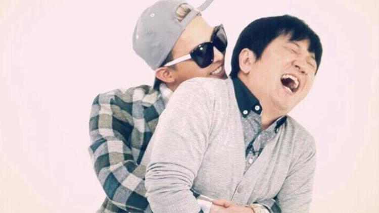 Cái ôm hạnh phúc của GD và MC Hyeong-don.