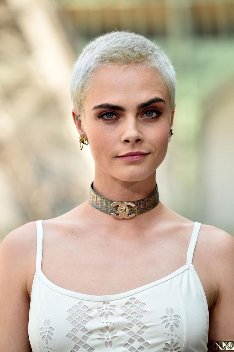 Cara Delevinge là gương mặt thương hiệu của Chanel.