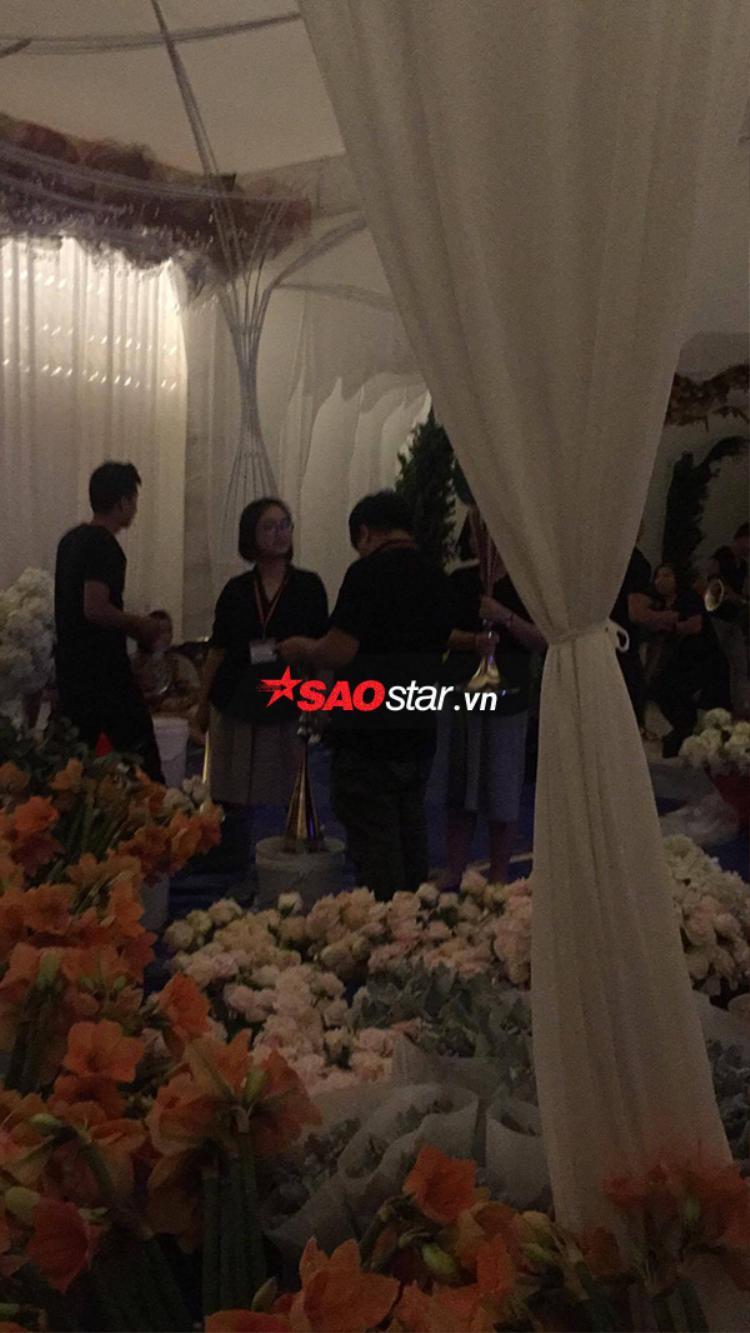 An ninh được thắt chặt tại nhà hoa hậu Đặng Thu Thảo, nhà trai tất bật chuẩn bị đón dâu