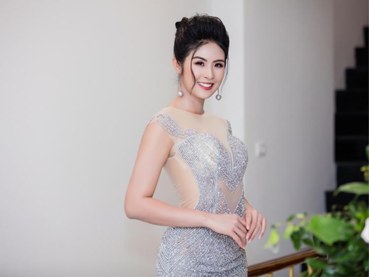 Hoa hậu Ngọc Hân lại đầy quyến rũ trong bộ váy xuyên thấu.
