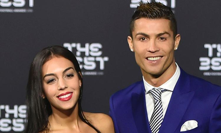 Ronaldo không chịu được ảnh bạn gái thân mật với người đàn ông khác