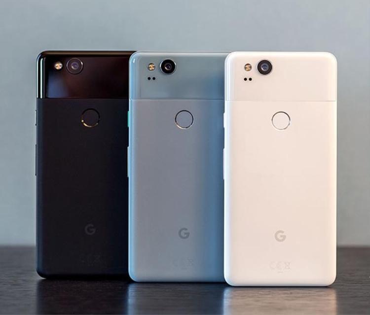 Vẫn được cấu tạo từ nhôm và kính nhưng việc chia lại tỉ lệ nhôm kính cũng như bố trí lại các chi tiết chính là điểm đặc sắc của Google Pixel 2 kì này.