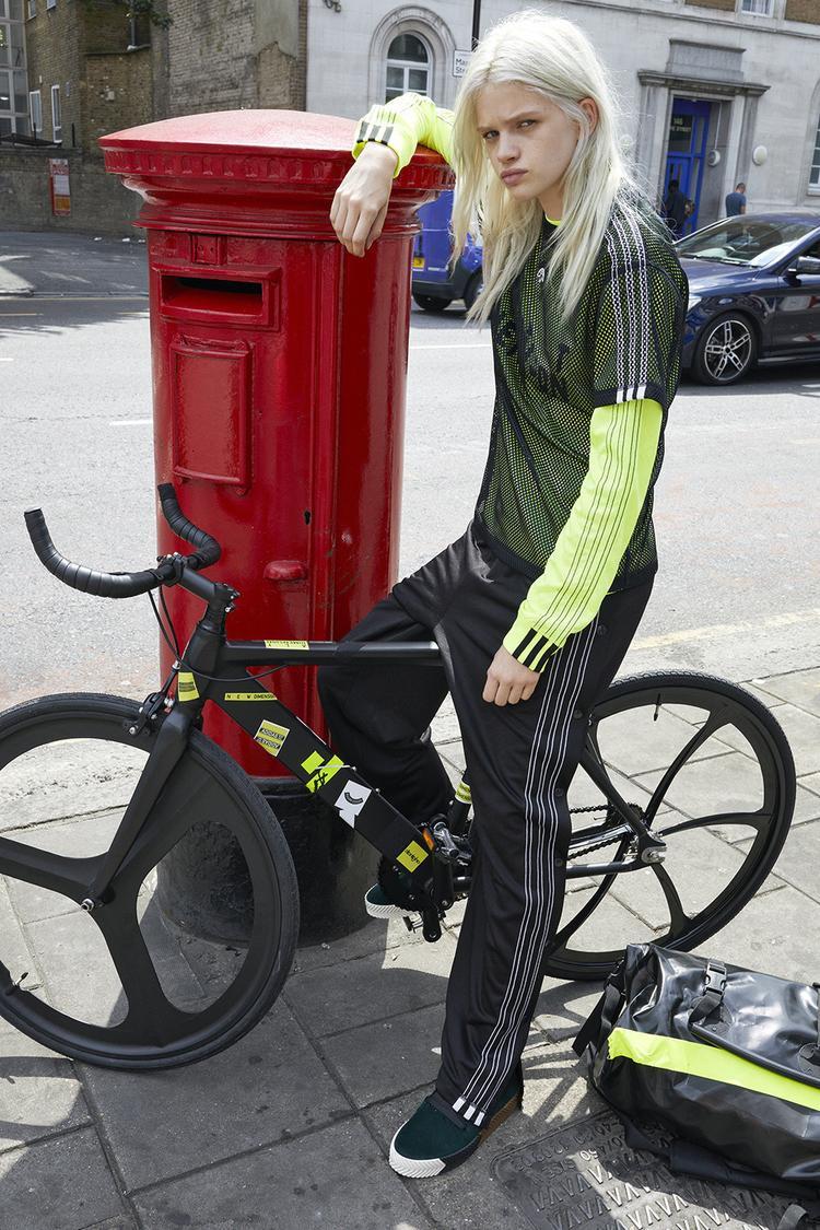 Items chủ đạo luôn là jacket và jogger pant tiện lợi trong việc di chuyển, cũng như sử dụng hàng ngày.