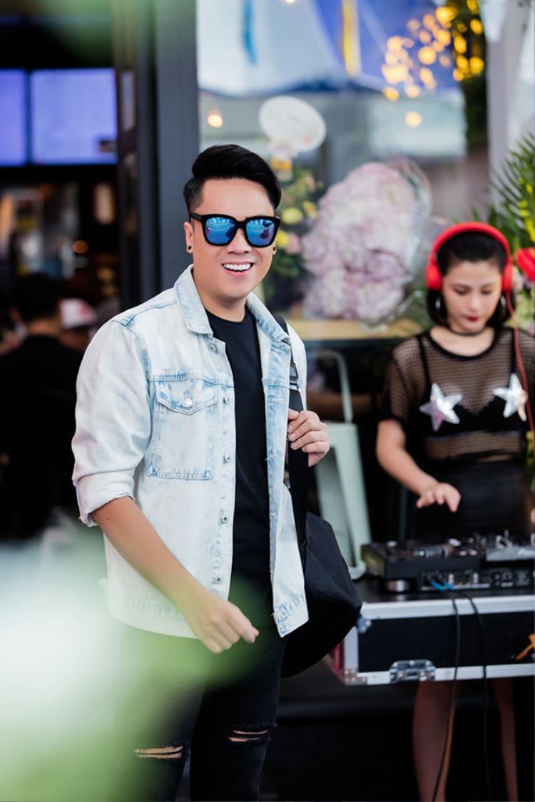MC Thái Dũng của chương trình Cafe sáng.