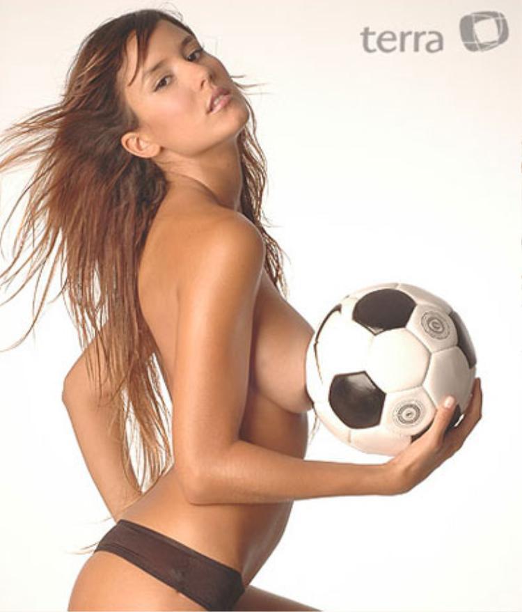 """Liên quan đến trận hòa đáng thất vọng của tuyển Argentina. Trên trang cá nhân của mình, Luli Fernandez đã đăng tải biểu tượng """"trái tim bị vỡ đôi"""" để bày tỏ sự thất vọng của mình."""