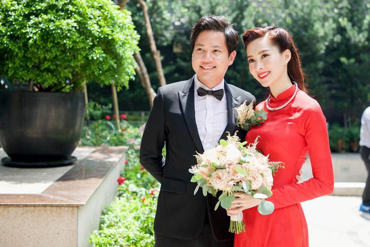 Hình ảnh cặp đôi trong lễ đón dâu được bạn bè Đặng Thu Thảo tiết lộ trên mạng.