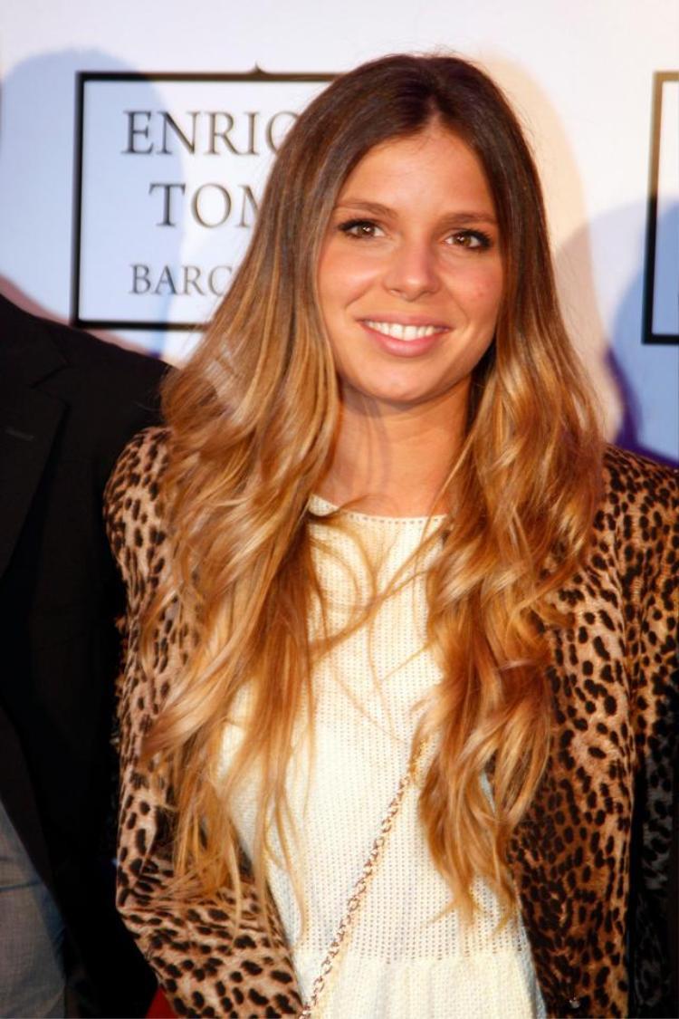 Antonella Roccuzzo chính là bạn thân của Nuria Tomás, người yêu cũ của Pique trước lúc quen Shakira.