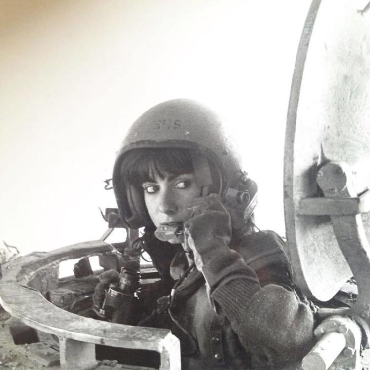 """""""Mẹ tôi rất đẹp, bà ấy từng hướng dẫn lái xe tăng vào năm 1984"""""""