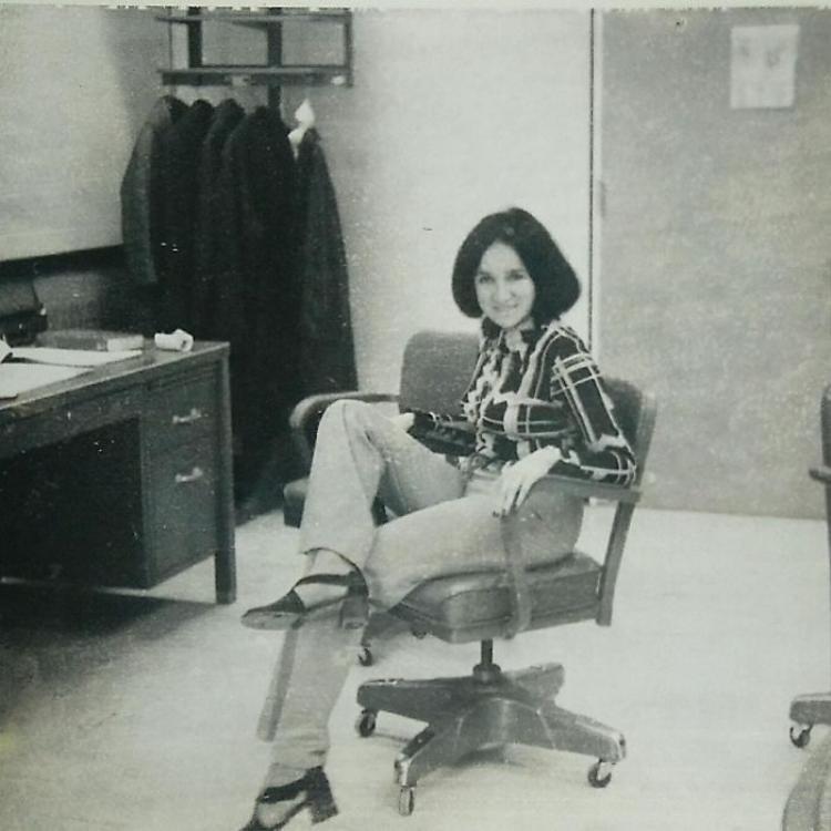 """""""Mẹ tôi - ngầu và quyền lực - khi đang làm việc cho Nasa vào năm 1974""""."""