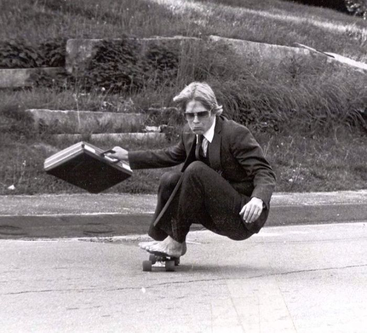 """""""Ngầu như trái cầu - đó chính là bố tôi, đang lướt ván tại trường Hyde, năm 1982"""""""