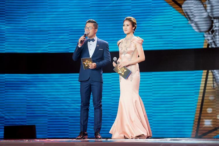 Đồng hành cùng Phí Linh tại Cặp đôi hoàn hảo năm nay là MC Quý Bình.
