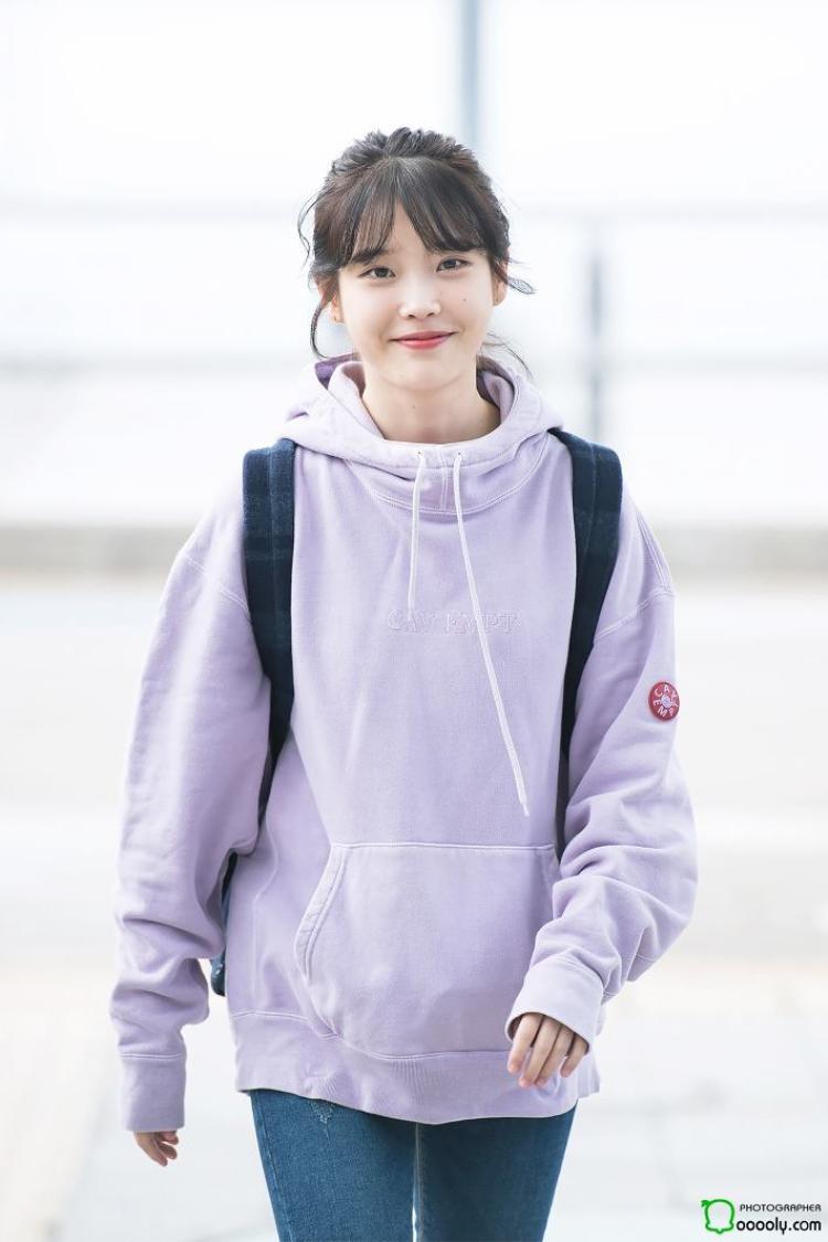 IU rạng rỡ tại sân bay, chuẩn bị lên đường sang Đài Loan dự concert GD.