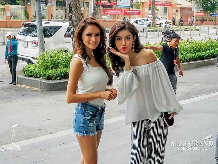 Đại diện Việt Nam thường xuyên tạo dáng teen quá đà trong loạt hoạt động ở Hoa hậu Hoà bình Thế giới 2017.