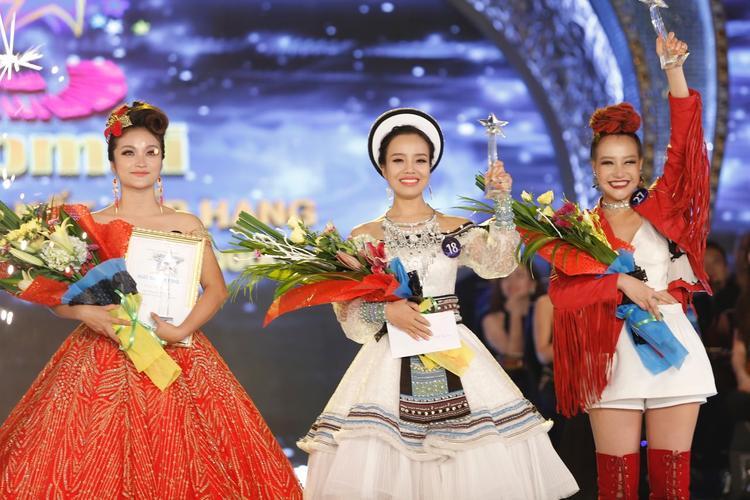 Top 3 quán quân các dòng nhạc (từ trái qua): Đỗ Tố Hoa, Sèn Hoàng Mỹ Lam, Nguyễn Thị Thu Thủy.