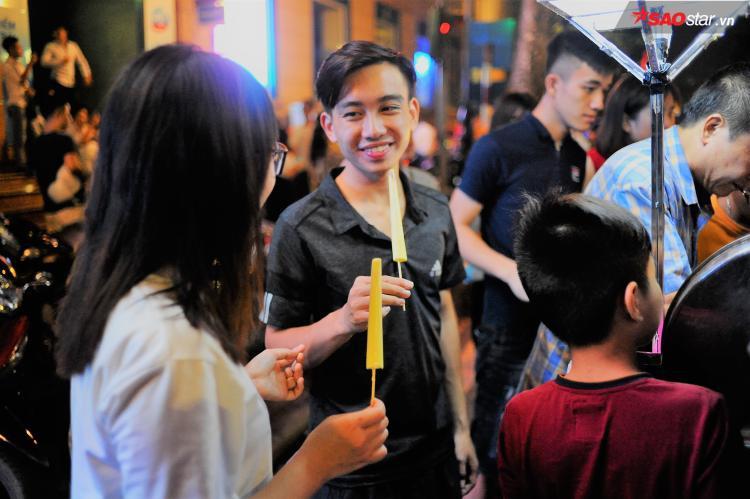 Cây kem nhỏ đem đến niềm vui cho nhiều bạn trẻ.