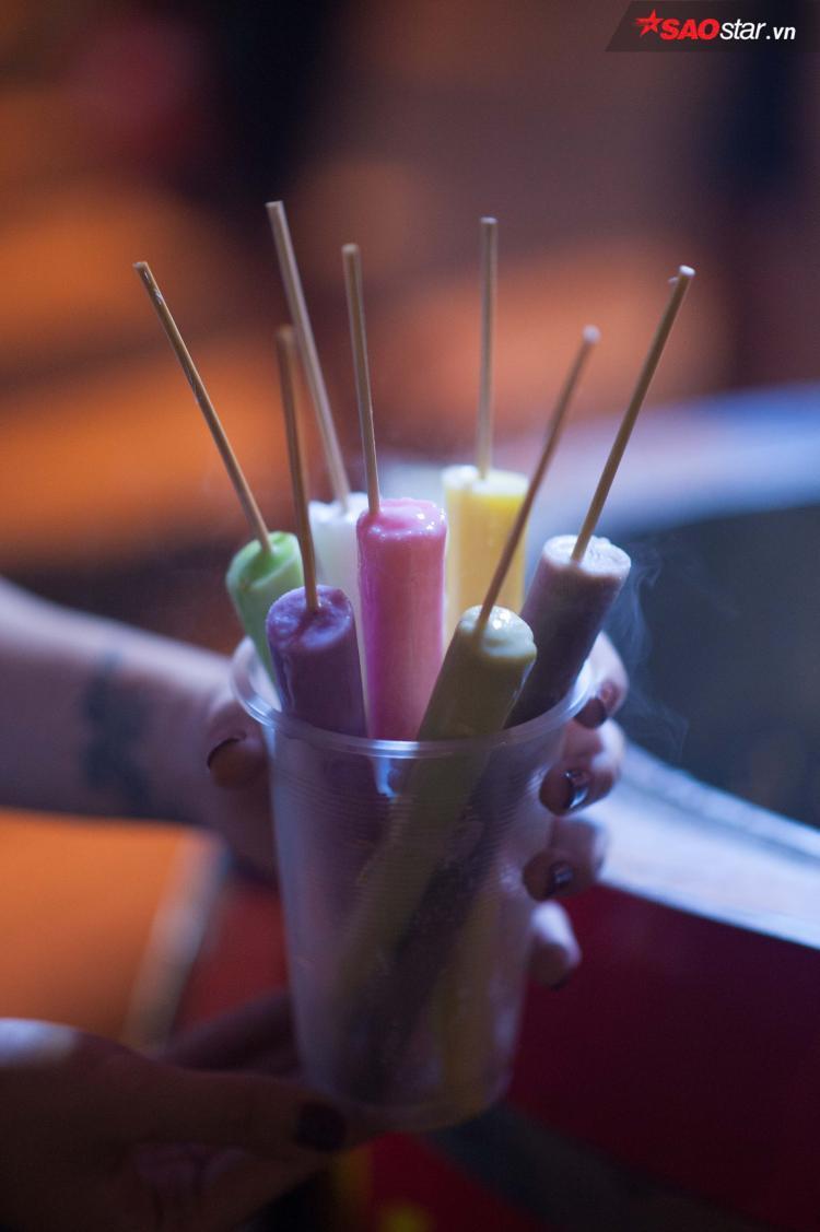 Kem dễ tan nên mang đi xa phải cho vào cốc nhựa.