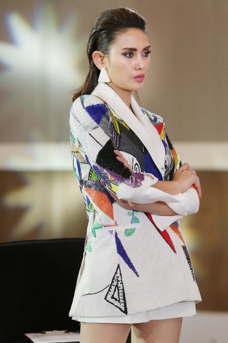 """Bên cạnh biểu cảm có phần hơi thái quá, những hướng dẫn từ Võ Hoàng Yến rất ý nghĩa đối với dàn thí sinh """"Hoa hậu Hoàn vũ Việt Nam 2017""""."""