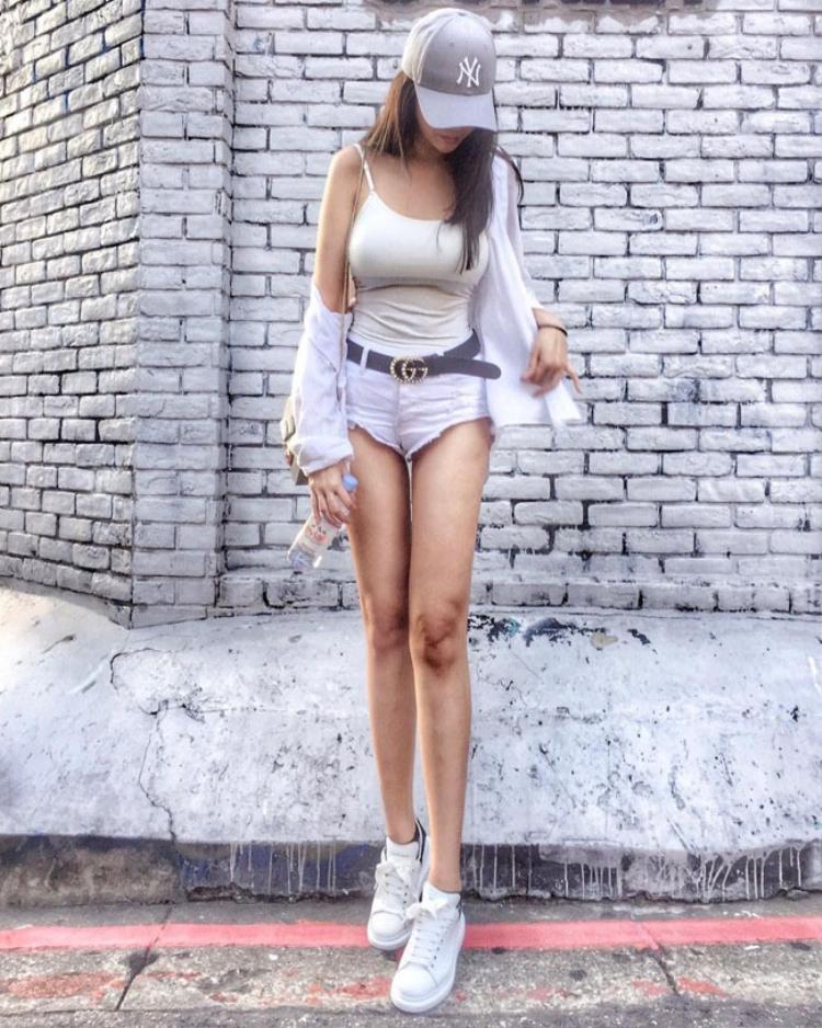 Bức ảnh cho thấy đôi chân dài bất thường của nàng hot girl.