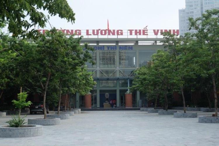 Sáng nay trường Lương Thế Vinh im ắng lạ thường và không tổ chức lễ chào cờ như thường lệ.