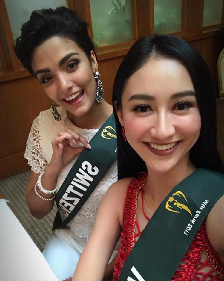 Trong ngày 9/10, Hà Thu cùng thí sinh hơn 90 quốc gia đến với cuộc thi sẽ cùng tham dự Hội nghị về môi trường. Sau đó,cô cùng tham dự tiệc chào mừng ra mắt chính thức của cuộc thi Miss Earth 2017.