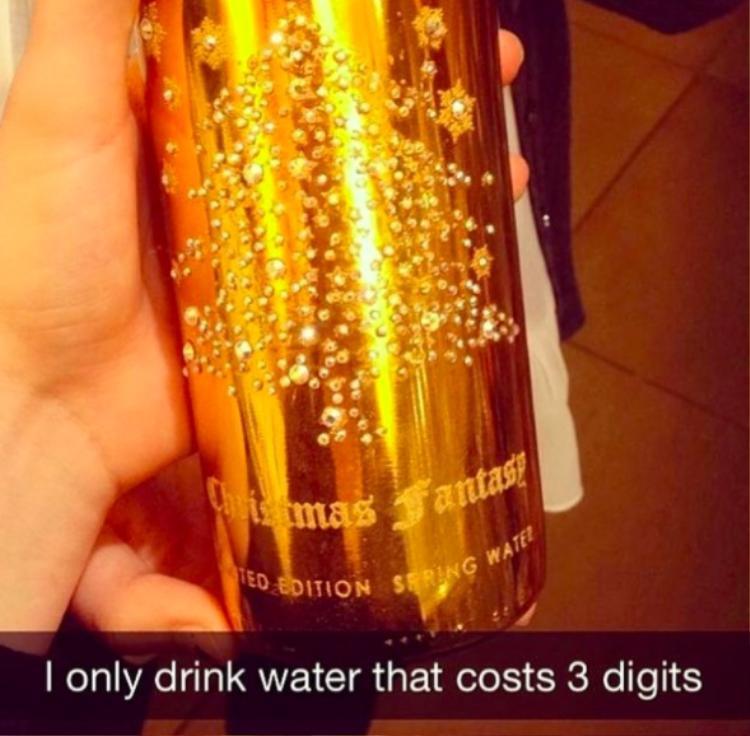 Hội con nhà giàu thậm chí còn không tiết tiền mua những loại đồ uống phiên bản giới hạn có giá hơn 350 USD.
