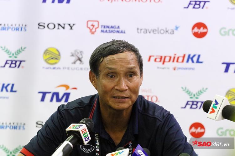 HLV Mai Đức Chung muốn đá phòng ngự phản công trước Campuchia.