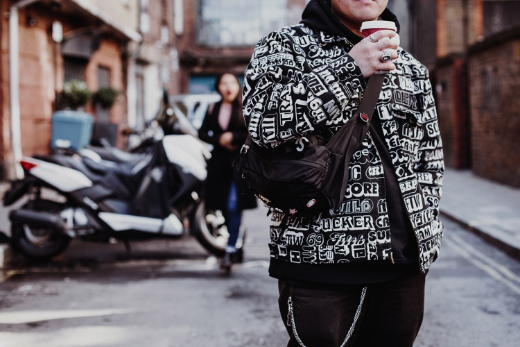 Sidebags  Chiếc túi đang làm mưa làm gió tại các mặt trận streetstyle