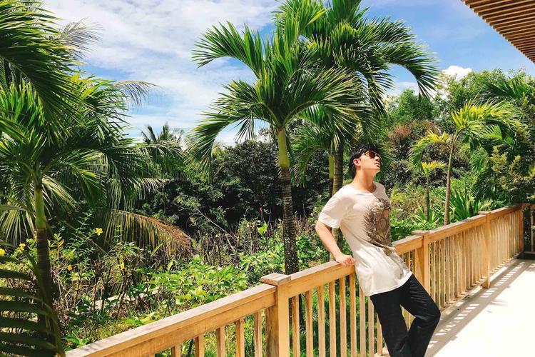 Bận rộn với lịch diễn dày đặc, Nathan Lee vẫn dành thời gian sửa sang lại khu resort của gia đình tại đảo ngọc Phú Quốc.