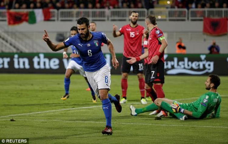 Candreva ghi bàn quyết định cho Italia.