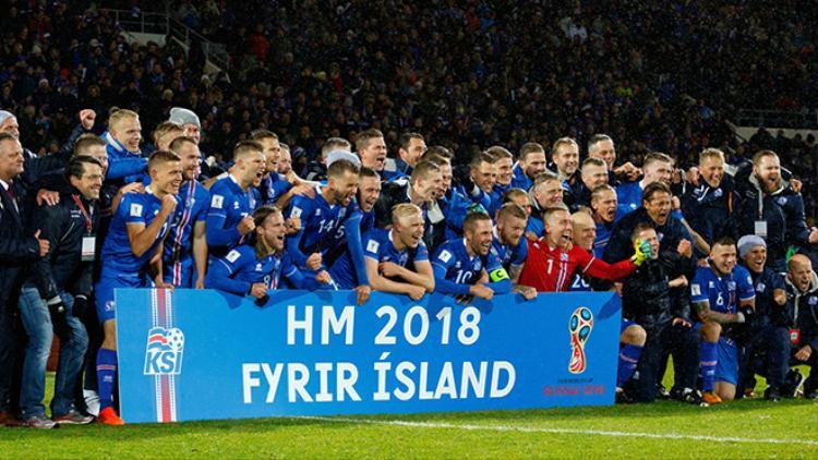 Thấy trò HLV Heimir Hallgrimsson mừng ngày vượt qua vòng loại World Cup.