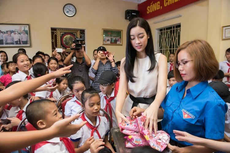 Đỗ Mỹ Linh trở lại Yên Bái thực hiện dự án nhân ái cho Miss World 2017