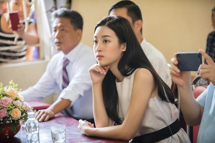 """Đỗ Mỹ Linh trở về mảnh đất Yên Bái để thực hiện dự án nhân ái """"Cõng điện về làng"""" cho """"đấu trường"""" Hoa hậu Thế giới sắp tới."""
