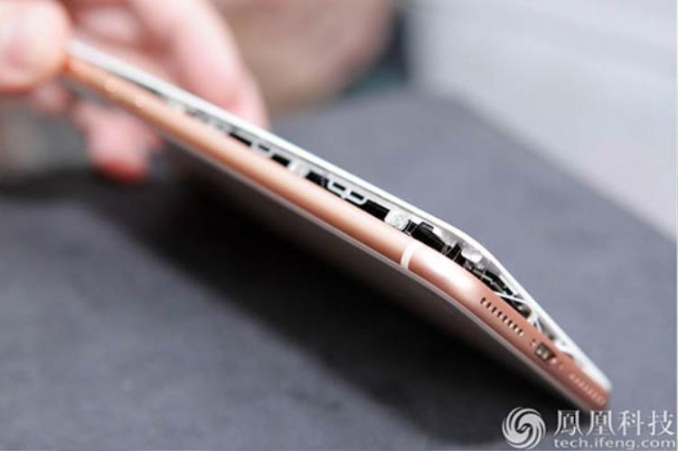 Apple hiện đang khẩn trương khắc phục tình hình nguy cấp hiện tại để iPhone 8/8 Plus không gặp tình trạng tương tự như Samsung Galaxy Note 7 năm ngoái.