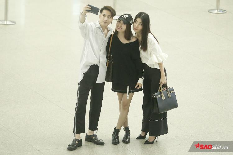 Một lúc sau, nữ diễn viên Diễm My 9X cũng có mặt. Cả ba vui vẻ chụp ảnh lưu niệm cùng nhau.