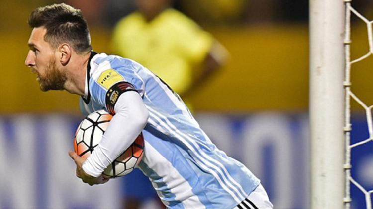 Sau bàn thua bất ngờ tại Quito ngay ở phút thứ nhất, anh san bằng cách biệt cho Argentina.